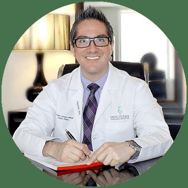 Cirujano Plastico de Guadalajara sonriendo