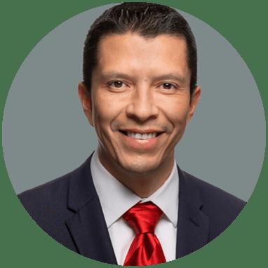 Cirujano Plastico de Monterrey sonriendo