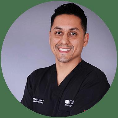 Dentista de Monterrey sonriendo