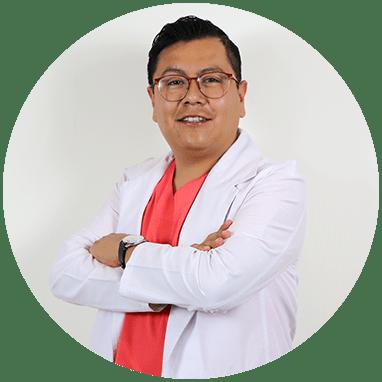Cirujano Plastico de Queretaro sonriendo