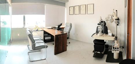 Oftalmologo clinica sala de exploracion Queretaro