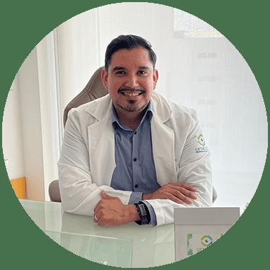 Oftalmologo de San Luis Potosi sonriendo
